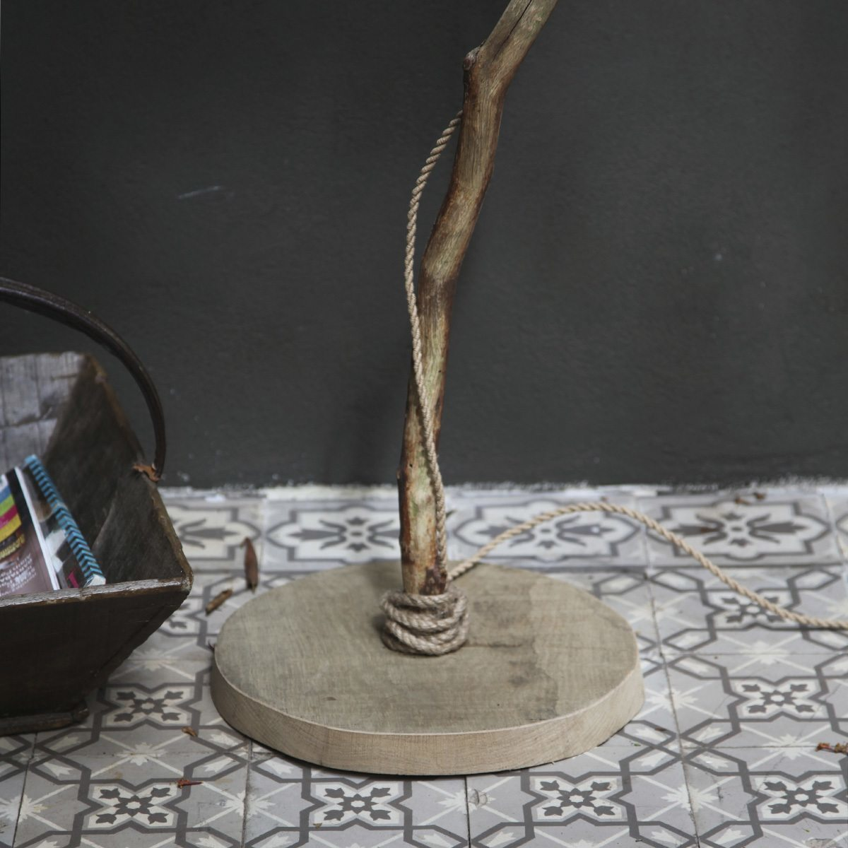Holzstehleuchte knitted Lampenschirm