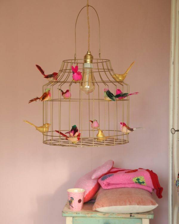 Babyzimmer goldfarbene Deckenlampe Vögel